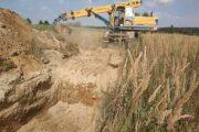 Украинские пограничники начали копать рвы награнице сРоссией