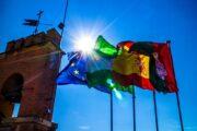 Жители Евросоюза стали оптимистичнее смотреть в будущее: Общество: Мир: Lenta.ru